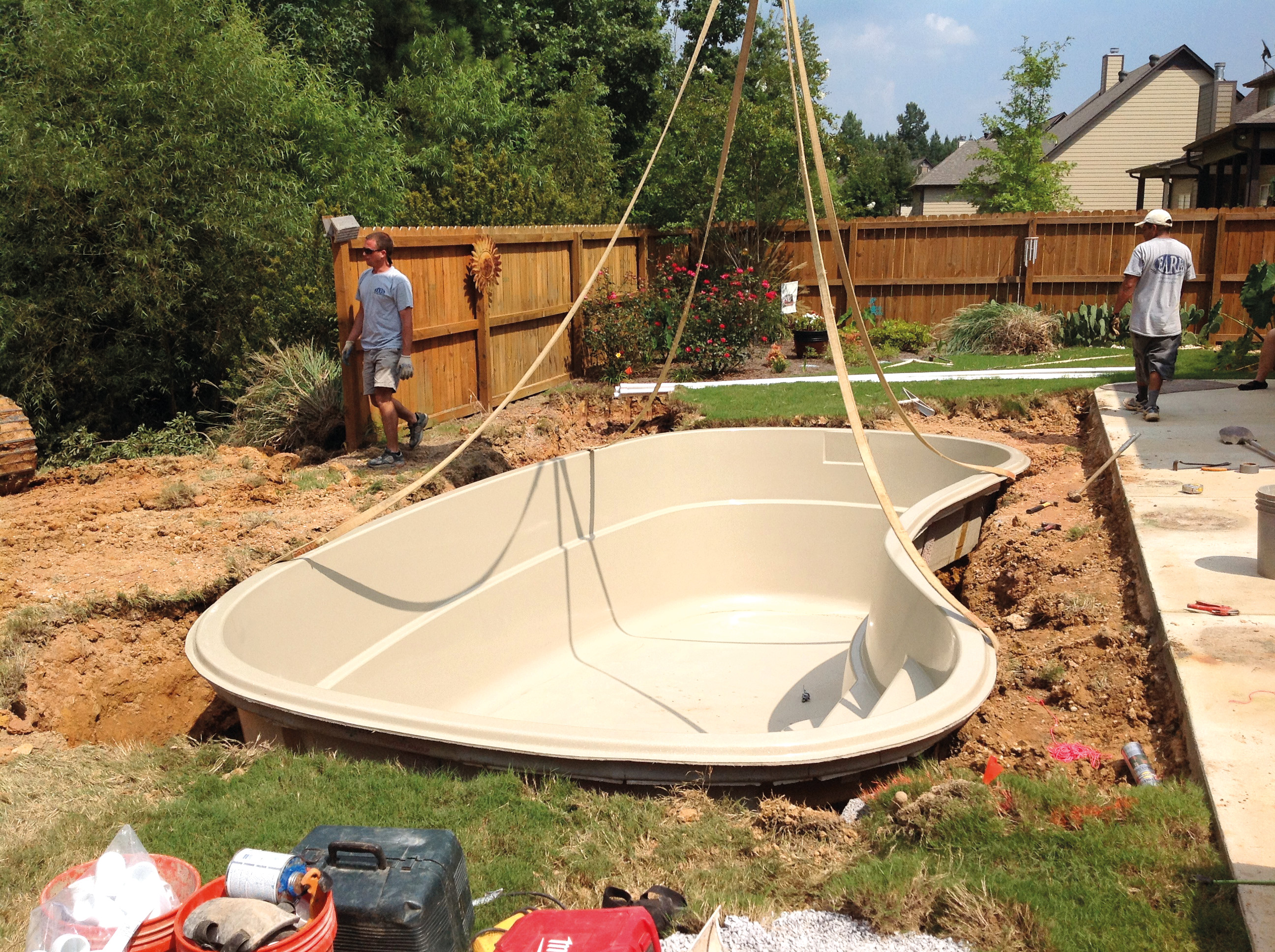 6 Simple Steps of Fiberglass Pool Installation