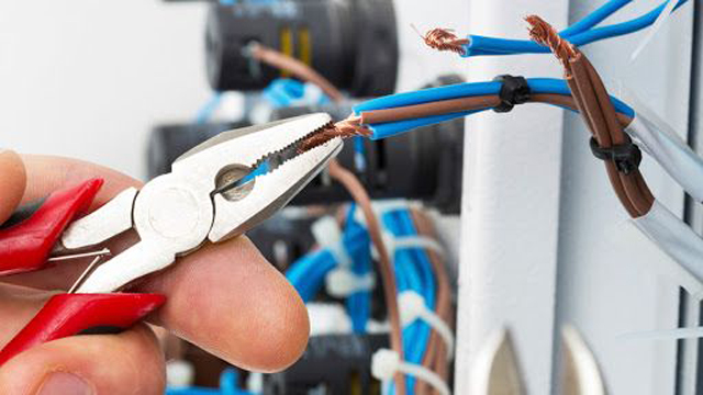 What Does a Pool Electrician Do?
